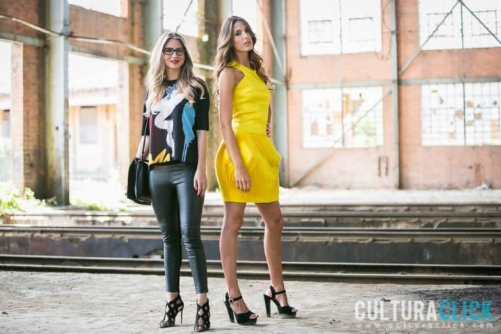 Mariana Vélez y una modelo posa con el vestido amarillo compuesto por 500 piezas cortadas en laser