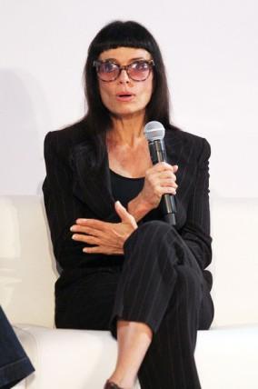 La diseñadora Norma Kamali es fiel al Total Black Look