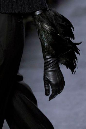 Guantes en cuero con plumas