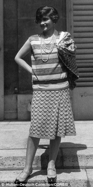 Coco Chanel en 1929 con falda y camisa en jersey fotografiada por Alex Steward