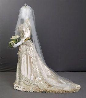 Vestido de novia en seda blanco, exhibido en el Chicago History Museum