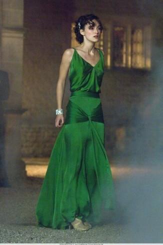 Keira Knightly en el iconico vestido en verde seda en la película Atonement