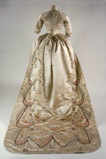 Vestido en seda con bordados usado por Marie Antoniette en 1780 Francia