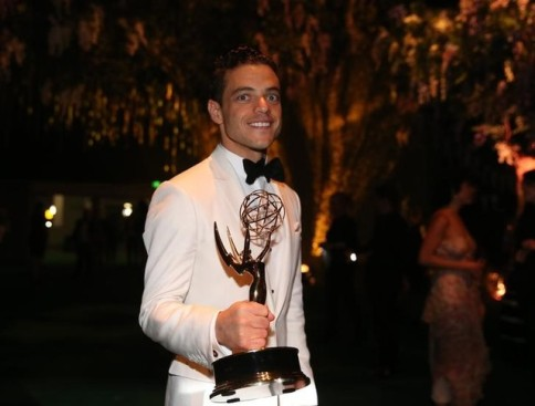 "Rami Malek holds his award for Outstanding Lead Actor In A Drama Series for ""Mr. Robot"" as he arrives at the Governors Ball after the 68th Primetime Emmy Awards in Los Angeles, California U.S., September 18, 2016. REUTERS/Lucy Nicholson"