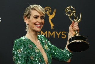 """Sarah Paulson poses backstage with her award for Outstanding Lead Actress In A Limited Series Or Movie for """"The People v. O.J. Simpson: American Crime Story"""" at the 68th Primetime Emmy Awards in Los Angeles, California U.S., September 18, 2016. REUTERS/Mario Anzuoni"""