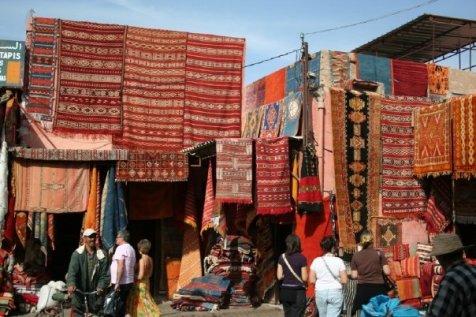 Los tapetes conocidos como kilims son hechos a mano en Marruecos
